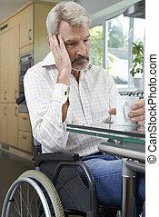deprimido, lar, cadeira rodas, assento mulher