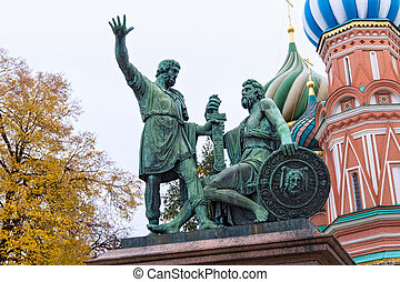 der, denkmal, zu, kuzma, minin, und, prinz, dmitry, pozharsky, auf, rotes quadrat, bei, von, sprechen dom basilikum heilig, (sculptor, ivan, martos)., der, statue, euch, installed, in, 1818., moskauer , russia.