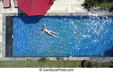 sch ne schwimmen frau water junger langes haar bild suche foto clipart csp20162074. Black Bedroom Furniture Sets. Home Design Ideas