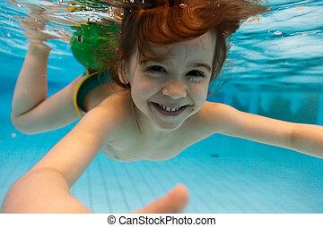 der, m�dchen, lächelt, schwimmender, wasser, in, der, teich