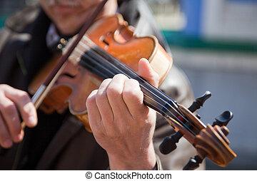 der, mann, spiele, a, violin.