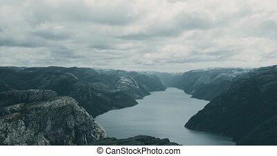 der, preikestolen, norwegen