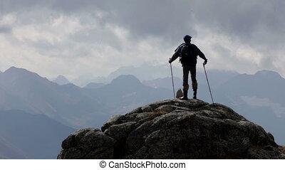 der, reisender, berge, und, wolkenhimmel