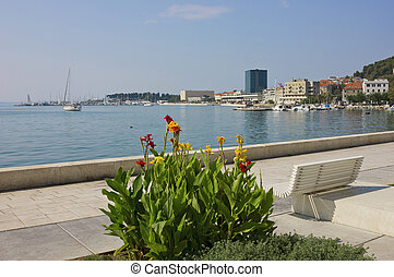 der, riva, split, strand, in, a, hell, sonniger tag