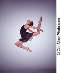 der, silhouette, von, junger, ballettänzer, springende , auf, a, lila, hintergrund.