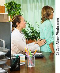 derrière, docteur, patient, adolescent, toucher