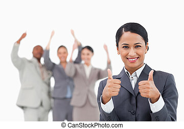 derrière, elle, équipe, vendeuse, approbation, donner, ...