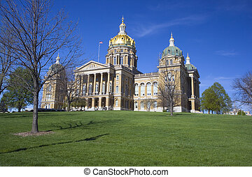 Des Moines, Iowa - State Capitol under blue sky.