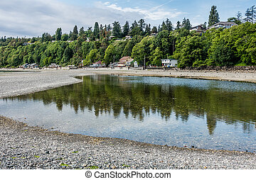 Des Moines Shoreline - A view of the shoreline at low tide ...