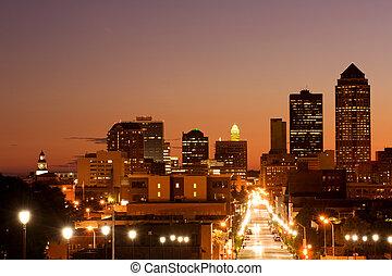 Des Moins skyline - Des Moines, Iowa - center of insurance...