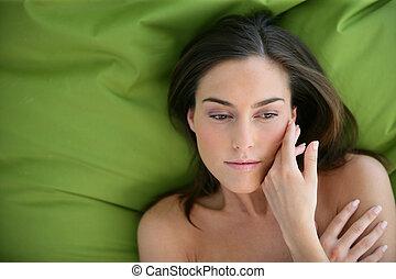 descansar, mulher, jovem, cama
