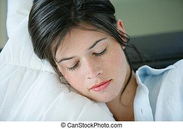 descansar, mulher, jovem, sofá