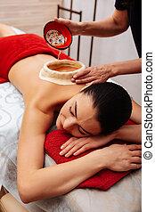 descansar, mulher, relaxado, cama, cabeludo, massagem