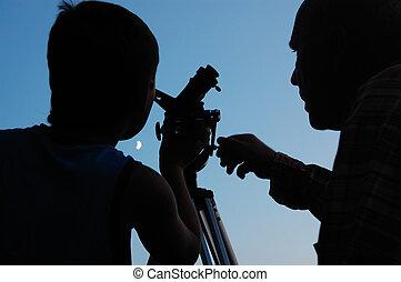 descubrir, telescopio, familia , luna