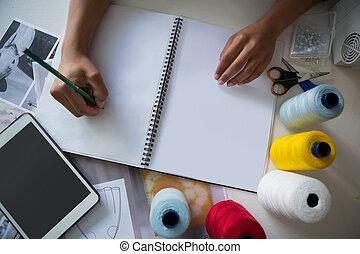 desenhista, moda, trabalhando, escrivaninha
