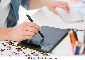 desenhista, seu, digitizer, trabalhando, escrivaninha