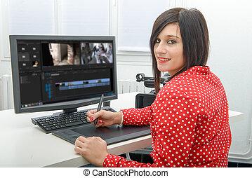 desenhista, tabuleta, jovem, vídeo, femininas, gráficos, usando, editando