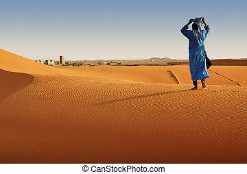 Desert Berber. - Berber man walking in Sahara desert,...