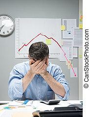 desesperado, homem negócios, com, negativo, negócio, mapa