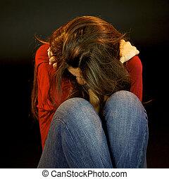 desesperado, mulher chora, segurando, mesma
