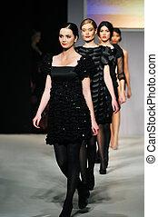 desfile de modas, mujer, caminata