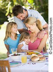 desfrutando, família, barbeque