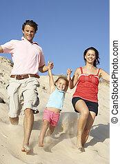 desfrutando, família, duna, baixo, executando, feriado, praia