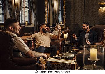 desfrutando, homens, bebidas