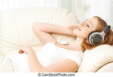 desfrutando, menina, fones, música, lar, bonito