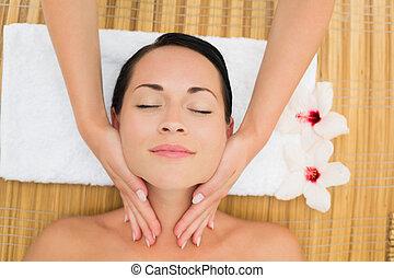 desfrutando, morena, massagem, facial, calmo