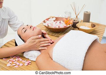 desfrutando, morena, pescoço, massagem, calmo