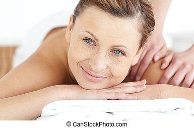desfrutando, mulher sorridente, massagem