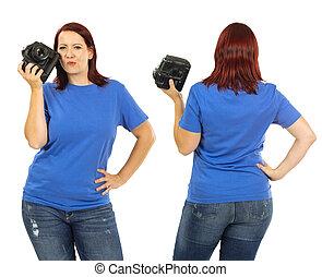 desgastar, azul, mulher, camisa, câmera, segurando, em branco