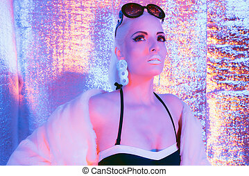 desgastar, ficar, mulher, pele, room., agasalho, sunglasses., solar, refletivo, loiro, futurista