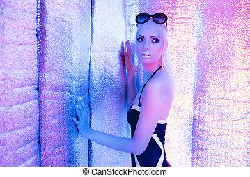 desgastar, ficar, mulher, room., swimsuit, solar, refletivo, loiro, sunglasses., futurista