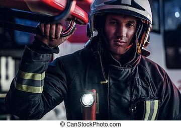 desgastar, ficar, protetor, bombeiro, fogo, uniforme, garagem, estação, lanterna, included, retrato, bonito