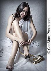 desgastar, mulher, sapatos, ouro, jovem, excitado