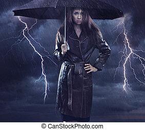desgastar, mulher, szmbol, agasalho, único, criativo, mau, umbrella., segurando, tempo