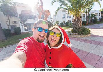 desgastar, natal, foto, selfie, jovem, trajes, ao ar livre, fazer, par