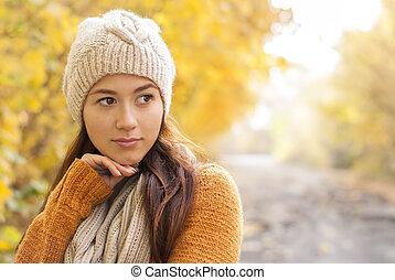 desgastar, woolen, mulher, jovem, accessories., parque, bonito, conceito, retrato, sorrindo, outono