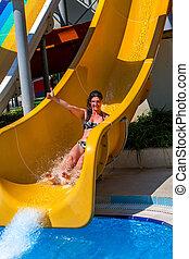 deslizamentos, mulher, aquapark., corrediça água, piscina, natação