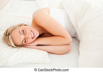 deslumbrante, loiro, mulher, dormir