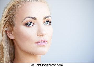 deslumbrante, loura, mulher, com, bonito, olhos verdes