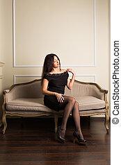 deslumbrante, morena, mulher, em, um, luxuoso, clássicas, interior., beleza, fashion.