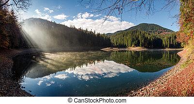 deslumbrante, nebuloso, manhã, ligado, a, lago montanha
