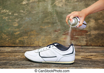 desodorante, rociar, shoes., tenencia de la mano, hembra