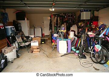 desordenado, abandonado, garaje, lleno, de, llenar
