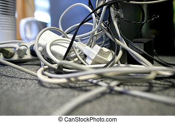 desordenado, cables