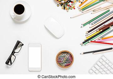 desordenado, smartphone, oficina vacía, escritorio