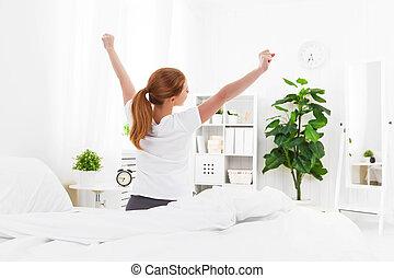 despertar, mujer, joven, cama, mañana